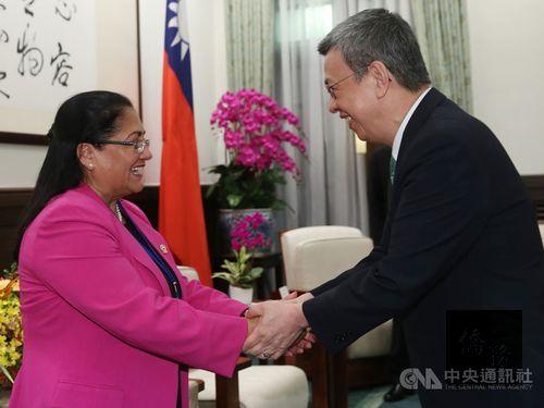 Vice President Chen Chien-jen (right) and Parlacen President Irma Segunda Amaya Echeverría