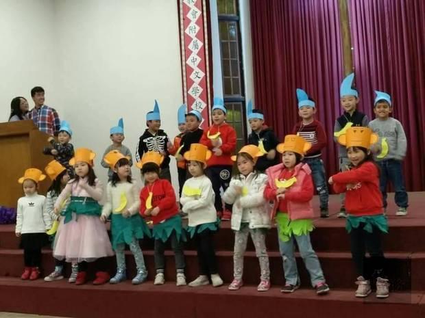 學生們各個展現活力,表演各種精彩的才藝活動