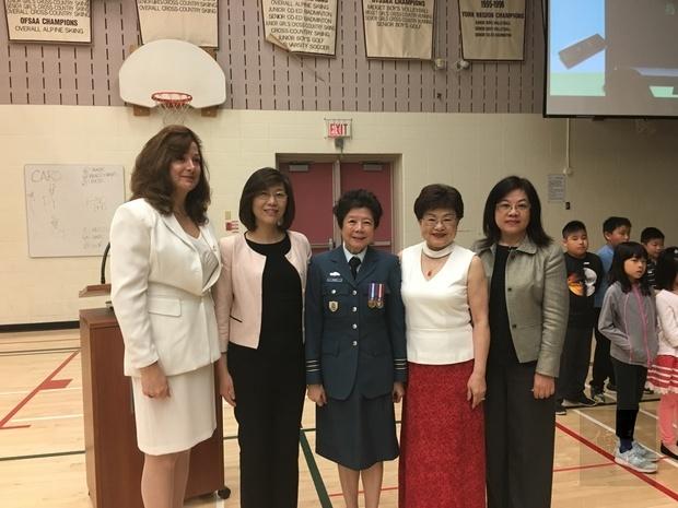 趙美然(右二)與徐詠梅(左二)、李叔玲(右一)、Dr. Dela Rovere (左一)、蕭美貞(右三)合照。