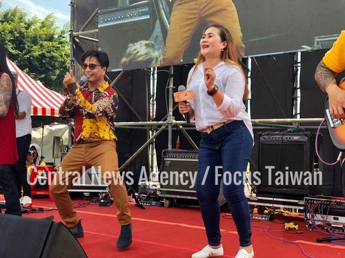 Filipino game show host rocks Independence Day fest in New Taipei