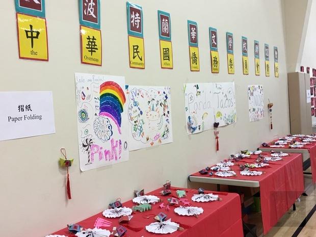 靜態成果展示區中,擺設參訓小朋友各項精緻文化作品