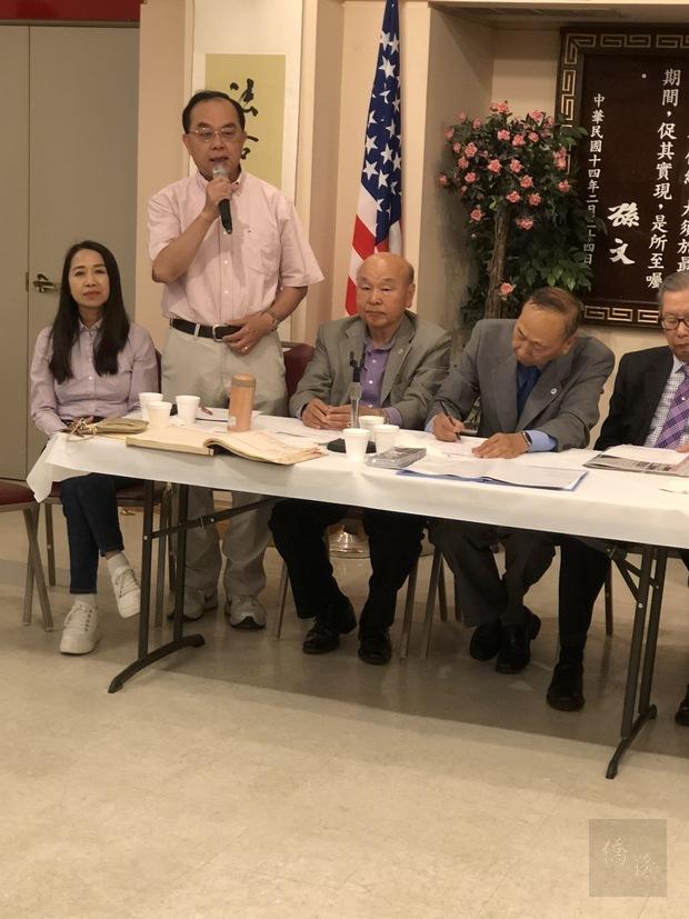 南灣國慶籌備會主委陳安東(左2)致詞