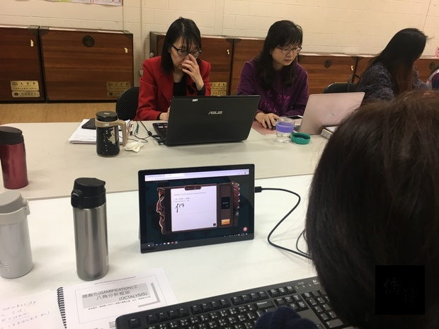 學員上課連結全球華文網資源。