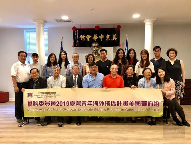臺灣青年海外搭僑計畫華府組學員拜會美京中華會館。