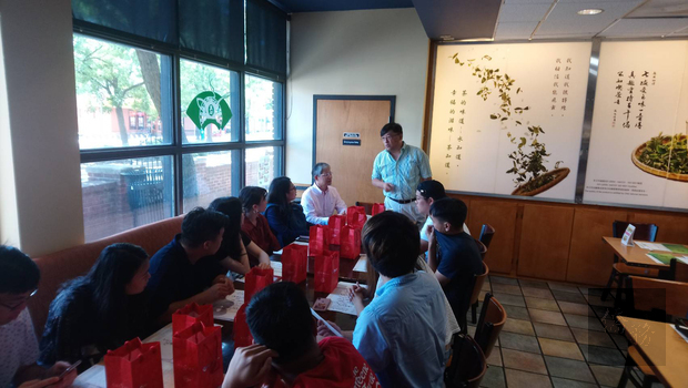 臺灣青年海外搭僑計畫華府組學員拜訪由劉耀聰僑務顧所經營天仁茗茶馬大分店。