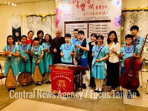 National Dr. Sun Yat-sen Memorial Hall Director-General Liang Yung-fei (seventh left) with students from the Chinese Orchestra of Taipei Municipal Guangfu Elementary School/Photo courtesy of CNA