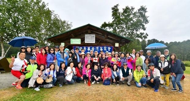 溫哥華臺灣客家會端午郊遊野外趣活動,全體鄉親合影。