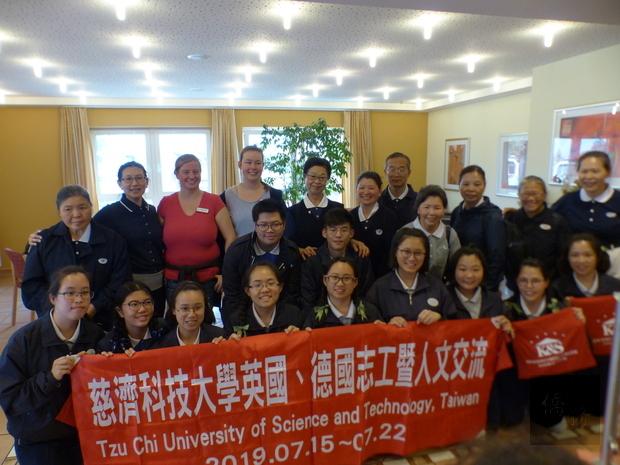 慈科大文化交流 訪問德國養老院