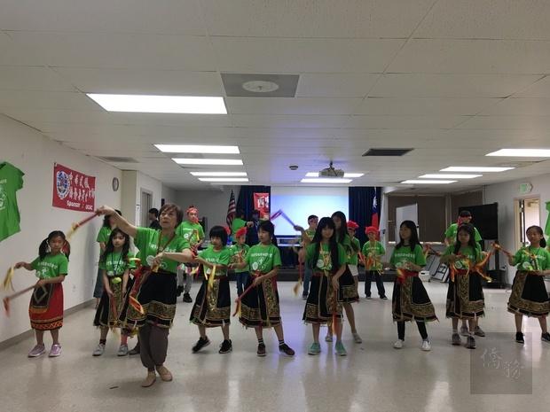 原住民舞蹈表演展現力與美。