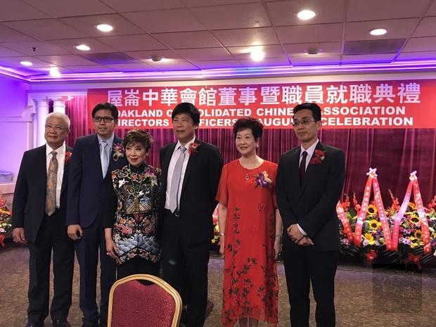 馬鍾麟處長(右3)、蘇上傑主任(右1)與新任正副主席合影