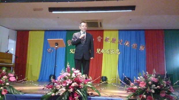 張崇哲認為父親在家庭中的責任重大,並祝福大家父親節快樂。