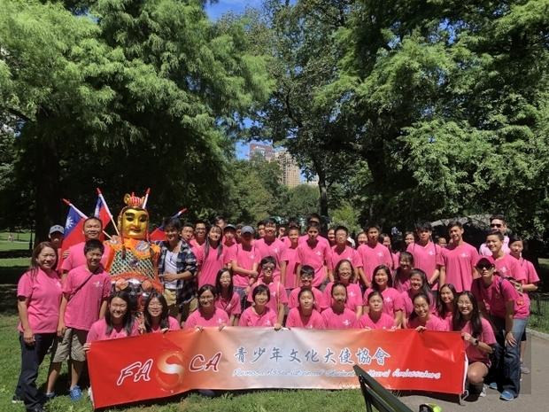 50名二代移民華生參與懷舊童玩文化體驗與推廣。(世界日報提供)