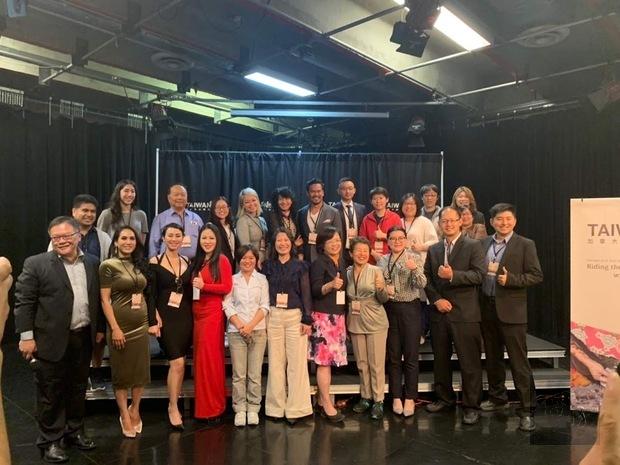 加拿大臺灣文化節記者會與會來賓合影。
