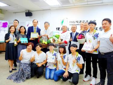 Members of a Council of Agriculture-led delegation that is to travel to Moscow next week hold a pre-departure news conference yesterday at the council's offices in Taipei./Photo courtesy of CNA