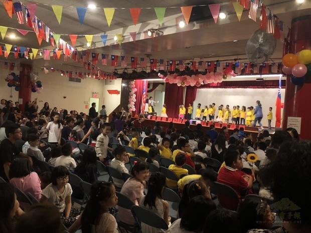 紐約華僑學校夏令營結業成果展,熱鬧非凡