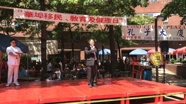 紐約華僑文教服務中心主任黃正杰應邀致詞,感謝紐約中華總商會舉辦此類活動,為華埠社區貢獻良多