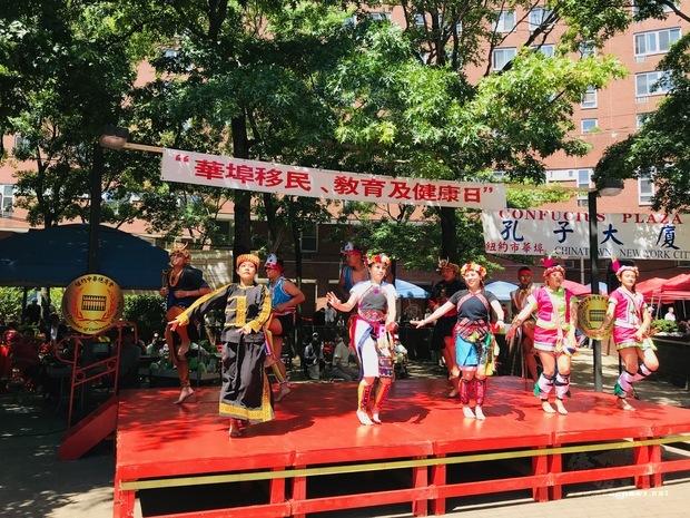 本次活動還特別邀請臺灣關山工商原住民舞蹈團前來演出,天籟般的歌聲及熱情的舞蹈充分顯示了原住民文化的力與美