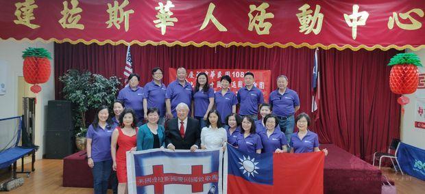 達城愛樂合唱團由谷祖光(前排左五)帶領返國,希望在「總統盃僑胞合唱觀摩賽」取得佳績。
