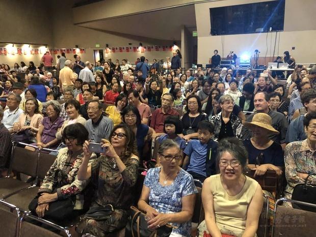 現場觀眾人潮洶湧