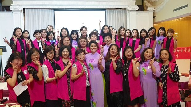 世華婦女會越南分會全體姐妹合影