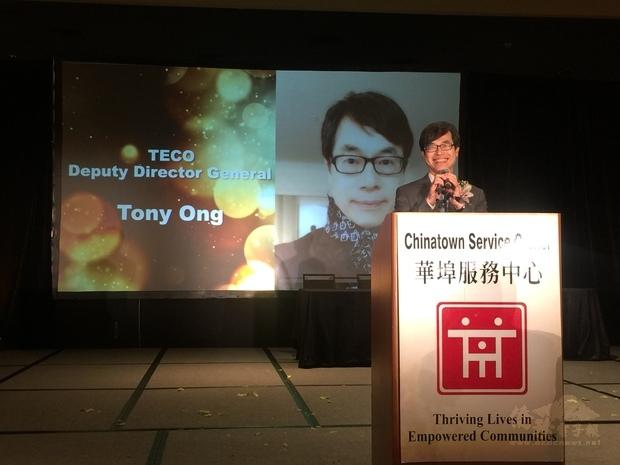 翁桂堂肯定華埠服務中心大力協助華裔、少數族裔新移民以及弱勢族群。