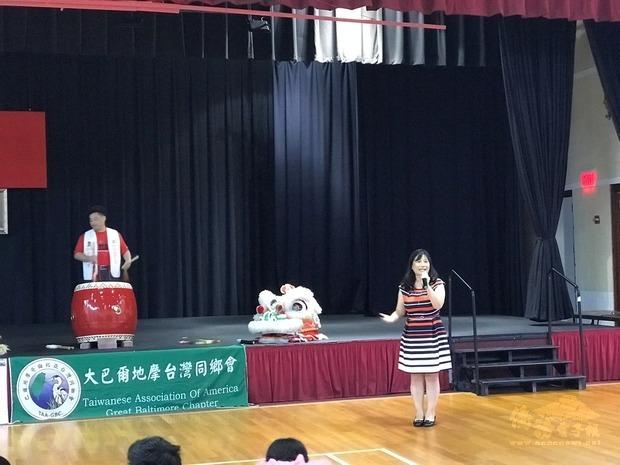 華府臺灣同鄉會會長陳桂玲主持活動。