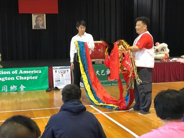 王宏隆講解舞獅歷史由來。