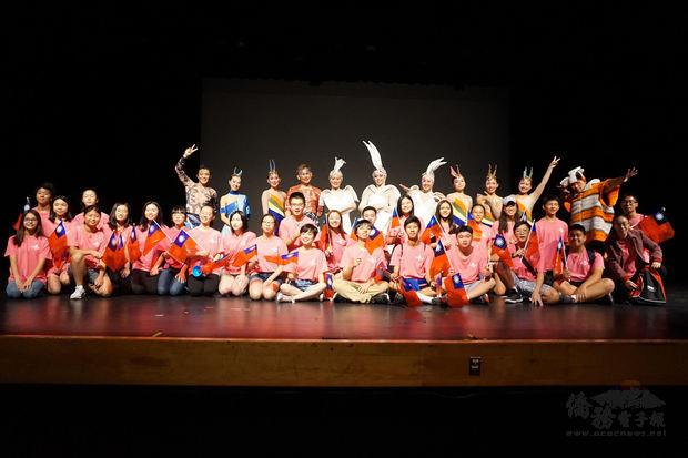 文訪團員與大華府地區青年文化大使FASCA學員歡慶雙十