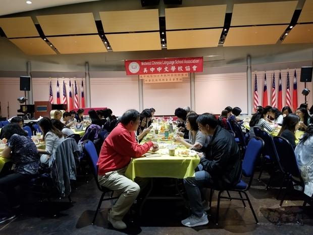 美中地區中文學校教師踴躍出席敬師餐會