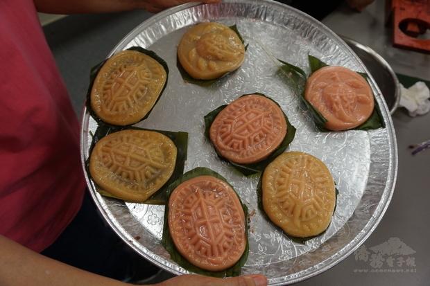 紅龜粿成品。