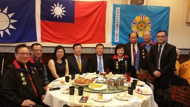 中華民國旅紐澤西榮光聯誼會12日在筷活林餐廳舉行「國慶暨榮民節晚會」,多名貴賓出席同慶。(世界日報提供)