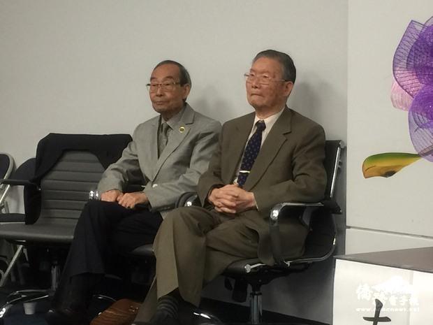 參與古寧頭戰役的吳義宗(右)及張孟賢(左)專程前來與民眾分享戰時經歷。