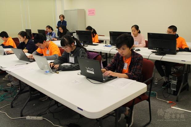 參賽學生卯足全力爭取好成績。