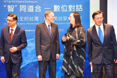 Vice Minister of Foreign Affairs Miguel Tsao, left, American Institute in Taiwan Director Brent Christensen, second left, and Minister Without Portfolio Audrey Tang, second right/Photo courtesy of CNA