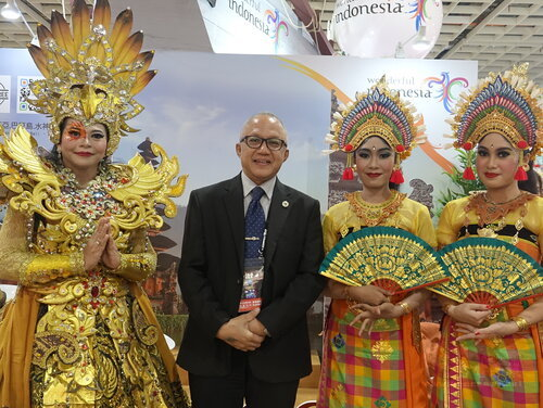 Adila (second left), director of Tourism and Transportation Dept. at Indonesian Economic and Trade Office to Taipei./Photo courtesy of CNA