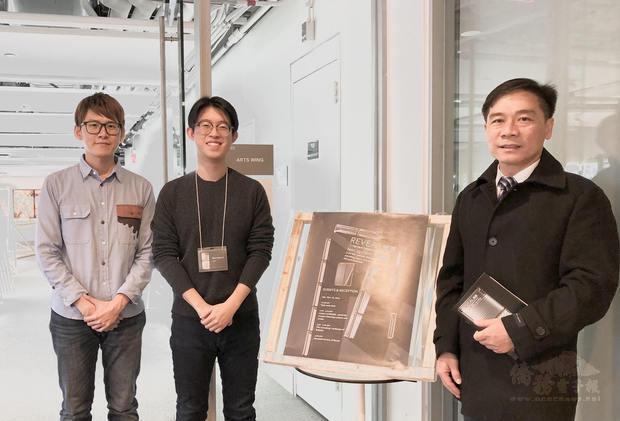文教中心主任歐宏偉 (右)、藝術季總召藍凡耘(左)及Black Liu(中)