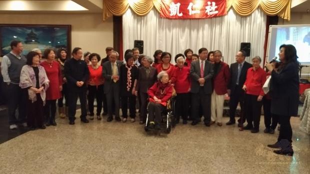 凱仁社的耆老會員一起唱凱仁社歌及當我們同在一起。