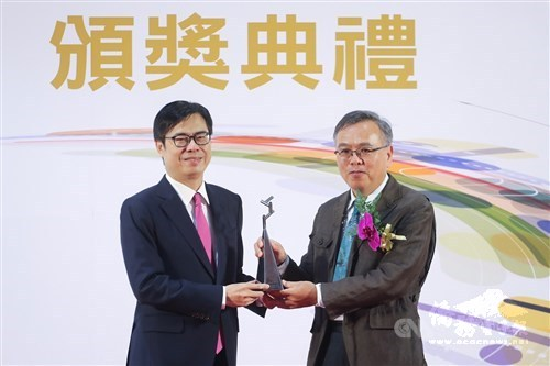 Taiwanese inventor and digital learning pioneer receive award
