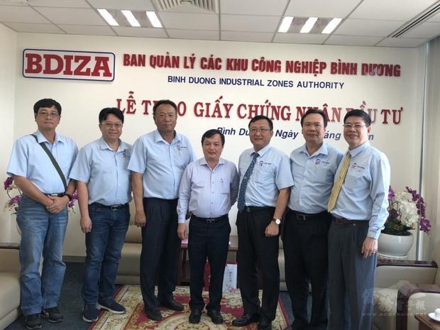 拜會工業區管理局局長,右3為吳俊瑩。