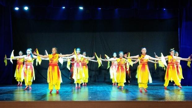 菲華藝宣總隊慶70週年 200位僑胞賞舞技
