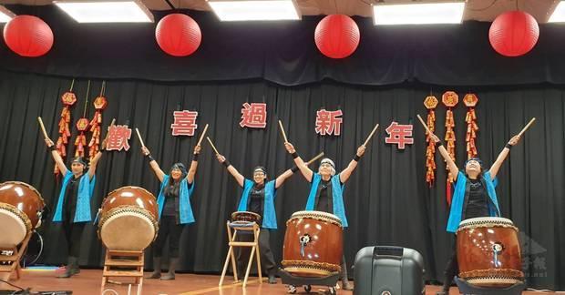 太鼓震撼鼓聲為當天新春慶祝活動揭開序幕。