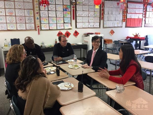 翁桂堂與mayfair中學行政團隊座談。