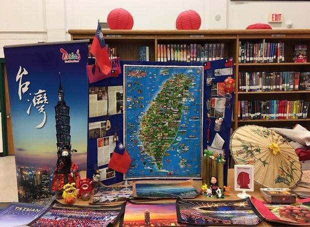 色彩繽紛具多元文化特色的臺灣攤位。