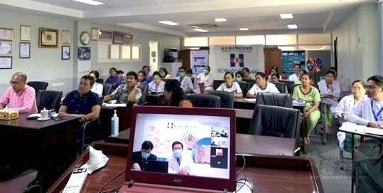 新光醫院視訊緬甸醫護人員,分享感染控制經驗。