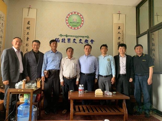 李朝成與緬北果文文教會的柳潤蒼、楊振茂、李添富、李明昌合影。