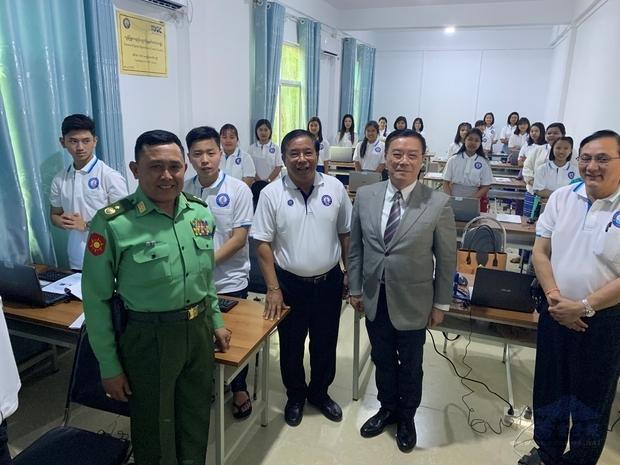 臘戌社會福利會新成立臺灣數位機會中心(TDOC)電腦中心上課情形。