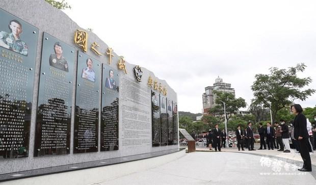 President unveils memorial wall for Black Hawk crash victims