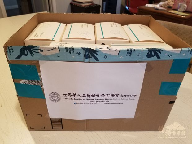 世界華人工商婦女企管協會南加州分會捐贈1000個口罩。(世界日報提供)