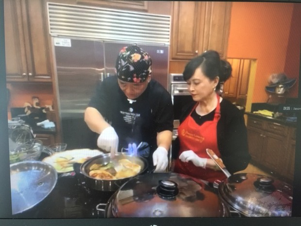 世華大洛杉磯分會理事及家人分享拿手菜作法,共襄盛舉。