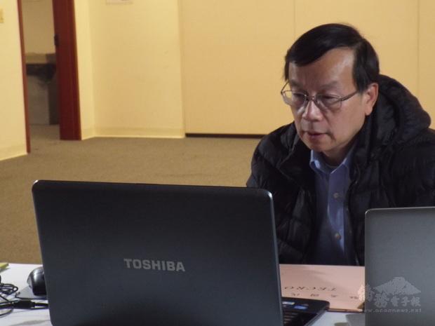 華府文教中心郭大文主任於線上首映會致詞。